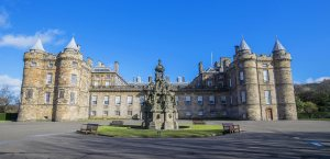 holyrood_palace_c2a9_visitscotland_kenny-lam